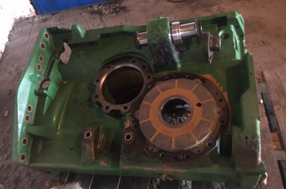 Карита переднього моста трактора John Deer 8360R після реставрації -  1